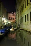 Venecia por noche Imagen de archivo