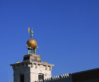 Venecia - Punta Dogana, aduanas con la paleta de viento de bronce Fotografía de archivo libre de regalías