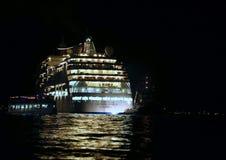 Venecia, VE - Italia 10 de julio de 2015: el barco de cruceros sale de VE Imagen de archivo