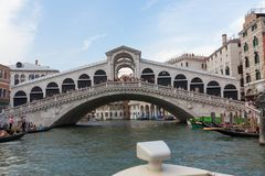 Venecia/vista del canal del río y de la arquitectura veneciana tradicional Imagenes de archivo