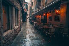 Venecian ulica w deszczu fotografia stock