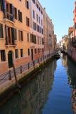 VENEDIG - APRIL 10, 2017: Sikten på kanalen i Venedig, på April 1 Royaltyfria Foton