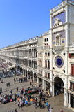 VENEDIG - APRIL 9, 2017: Sikten på San Marco Square med touris royaltyfria foton