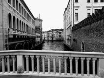 Venedig auf Brücke stockbild
