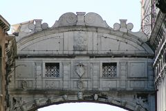 Venedig bro av suckar arkivbild
