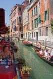 Venedig cafe och kanal royaltyfria foton