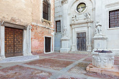 Venedig - Campo de L Abazia fyrkant och kyrka Santa Maria della Misericordia Arkivbild
