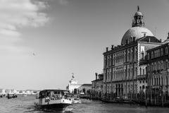 Venedig-Canal Grande in Schwarzweiss Stockfotografie