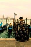 Venedig carrnival dräkter och maskeringar arkivbild