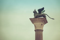 Venedig, der Löwe und die Taube Stockfotos