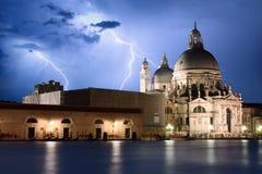 Venedig an der Sturmansicht über Basilika della Gruß Lizenzfreies Stockfoto