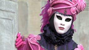 Venedig för närbildrosa färgdräkt karneval arkivfilmer