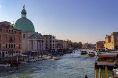 Venedig, fartyg och kanaler royaltyfri fotografi