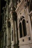 Venedig fasad av Sanen Rocco School, på natten arkivbild