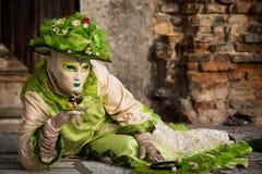 Venedig - 6. Februar 2016: Bunte Karnevalsmaske durch die Straßen von Venedig Stockfoto