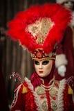 Venedig - 6. Februar 2016: Bunte Karnevalsmaske durch die Straßen von Venedig Stockfotografie