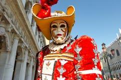 Venetianisches Kostüm nimmt an Karneval von Venedig teil. Stockbilder