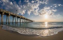 Venedig Florida pir på golfen av Mexico royaltyfria bilder