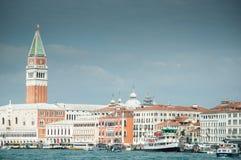 Venedig från lagunaen Arkivbilder