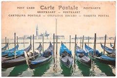 Venedig-Gondeln, Italien, Collage auf Weinlese Sepia-Postkartenhintergrund, Wortpostkarte in einigen Sprachen lizenzfreie stockfotos