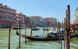 Venedig gondol den storslagna kanalen Fotografering för Bildbyråer