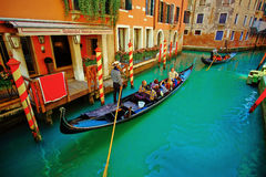 Venedig gondoler Italien Arkivbild