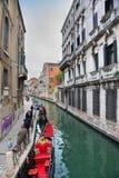 Venedig gondoler på en kanal Royaltyfri Bild