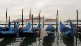 Venedig gondolfartyg stock video