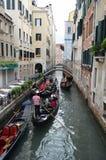 Venedig gondolritt arkivfoto