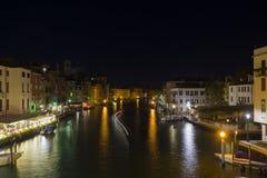 Venedig Grand Canal på natten Fotografering för Bildbyråer