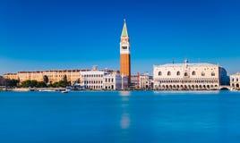 Venedig horisont, Italien: Sikt av San Marco Square Royaltyfri Fotografi
