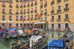 Venedig-Hotel und Gondel, Italien Stockfotos
