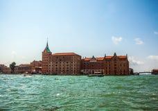 VENEDIG, ITALIEN - 20. AUGUST 2016: Ansicht über das Stadtbild von Grand Canal und von Inseln der venetianischen Lagune am 20. Au Lizenzfreie Stockfotografie