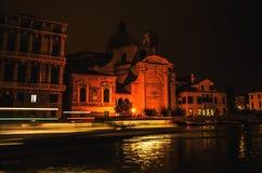 VENEDIG, ITALIEN - 21. AUGUST 2016: Berühmte Architekturmonumente, alte Straßen und Fassaden von alten mittelalterlichen Gebäuden Lizenzfreie Stockbilder