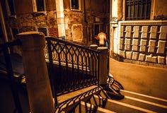 VENEDIG, ITALIEN - 21. AUGUST 2016: Berühmte Architekturmonumente, alte Straßen und Fassaden von alten mittelalterlichen Gebäuden Stockbild