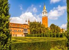 VENEDIG ITALIEN - AUGUSTI 20, 2016: Berömda arkitektoniska monument och fasader av den gamla medeltida byggnadsSan Giorgio Maggio Arkivfoton