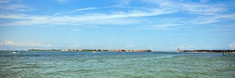 VENEDIG ITALIEN - AUGUSTI 19, 2016: Panoramautsikt på cityscapen av Grand Canal på Augusti 19, 2016 i Venedig, Italien Arkivbild