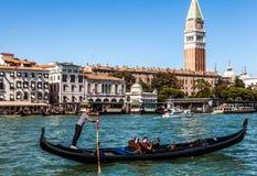 VENEDIG ITALIEN - AUGUSTI 20, 2016: Sikt på cityscapen av Grand Canal och öar av den Venetian lagun på Augusti 20, 2016 i Venedig Arkivfoto