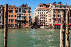 VENEDIG ITALIEN - AUGUSTI 20, 2016: Sikt på cityscapen av Grand Canal och öar av den Venetian lagun på Augusti 20, 2016 i Venedig Arkivbild