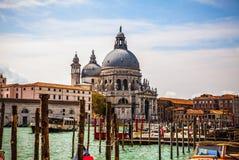 VENEDIG ITALIEN - AUGUSTI 19, 2016: Sikt på cityscapen av Grand Canal på Augusti 19, 2016 i Venedig, Italien Royaltyfria Foton