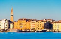 Venedig Italien: Cityscape under solnedgången Arkivfoton