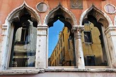 Venedig Italien Cityscape - Venictian fönster Royaltyfri Bild