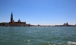 Venedig Italien das adriatische Meer und der Glockenturm der Kirche von Sa Lizenzfreies Stockbild
