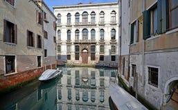 Venedig, Italien, ein weniger bekannter Platz mit Altbauten stockfotos
