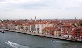 Venedig, Italien, fartyg och byggnader på vattnet Fotografering för Bildbyråer