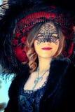 VENEDIG, ITALIEN - 8. FEBRUAR: Nicht identifizierte Person in der venetianischen Maske Lizenzfreies Stockbild