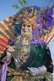 VENEDIG ITALIEN - FEBRUARI 26, 2011: Lyxig maskering från karneval Arkivfoto