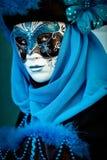 VENEDIG ITALIEN - FEBRUARI 8: Oidentifierad person i den Venetian maskeringen Royaltyfri Bild