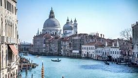 Venedig Italien - Februari 17, 2015: San Giorgio Maggiore och storslagen kanal av Venedig Arkivfoton