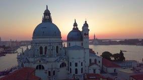 Venedig Italien, flyg- sikt av Santa Maria della Salute arkivfilmer
